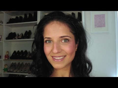 My Natural Makeup Look - Laura's Topics Starring Laura Vitale