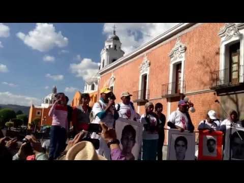 Marcha de normalistas de Ayotzinapa en Tlaxcala entrevista con Mario Gonzales Contreras