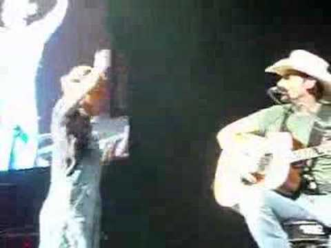 Kellie Pickler pranks Brad Paisley