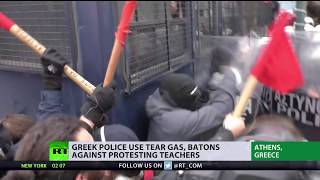 Police use tear gas, batons against protesting school teachers in Greece - RUSSIATODAY