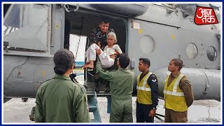 Armymen Become Guardian Angels In Kerala! Watch How The Army Rescued An Ailing Woman By Chopper - AAJTAKTV