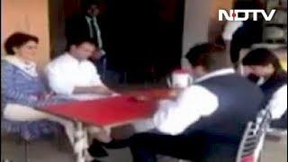 राहुल-प्रियंका गांधी ने ढाबे पर खाया खाना - NDTVINDIA