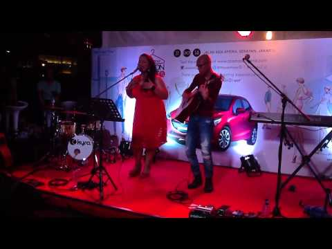 BubuGiri  - Love You Inside Out (Cover) @ Mazda Fashion Street 2014