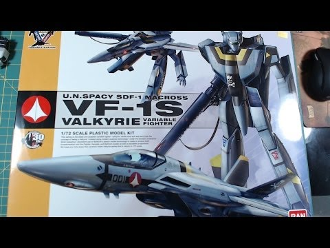 Bandai 1/72 Macross VF-1S Valkyrie variable fighter