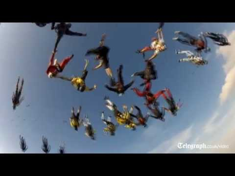 138 Skydivers create a new world record