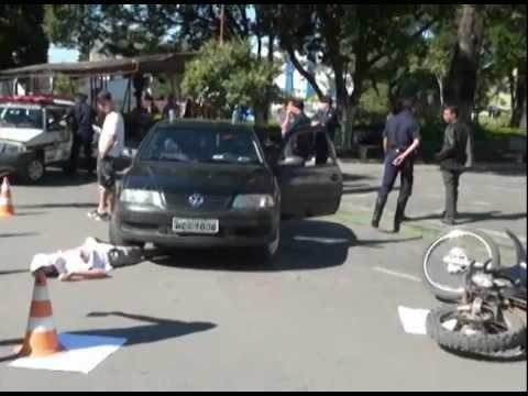 Rotaract de Lagoa da Prata faz simulação de acidente com vítima fatal no centro da cidade.