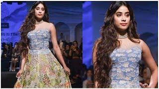 Janhvi Kapoor FUN MOMENTS From The Lakme Fashion Week - RAJSHRITELUGU