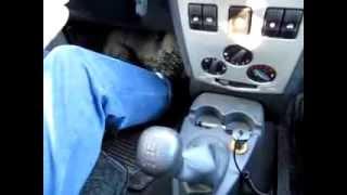 Работа с педалями на механической коробке передач