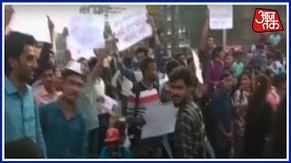 Breaking News | मुंबई की Lifeline पर ब्रेक; मुंबई में छात्रों का रेल रोको प्रदर्शन - AAJTAKTV