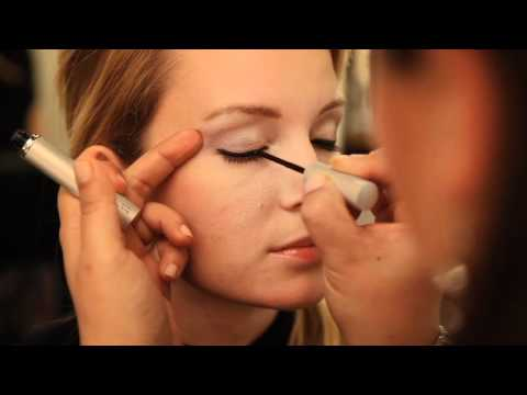Pro Makeup Tutorial: Liquid Eyeliner - How To