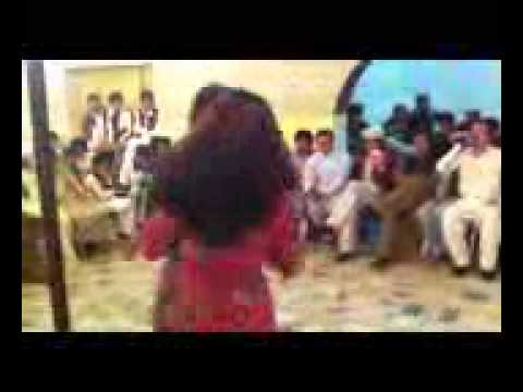 Afghan New song 2012 very mast dance bacha bazi - YouTube_3