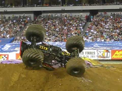 Grinder Monster Truck FREESTYLE At Philadelphia Link Driven by Lupe Soza