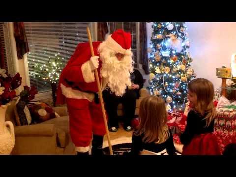 Reakcje dzieci na wizytę świętego Mikołaja bywają bardzo różne.