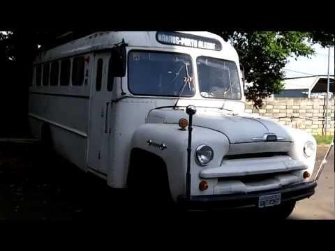 NOVO!! Waguinho Guitar mostrando um ônibus antigo Chevrolet na garagem da Util em BH