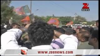 Gujarat: BJP workers protest against Arvind Kejriwal - ZEENEWS