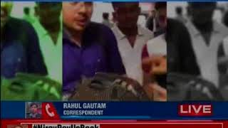 Air India passengers robbed, baggage slit open; passengers protest - NEWSXLIVE