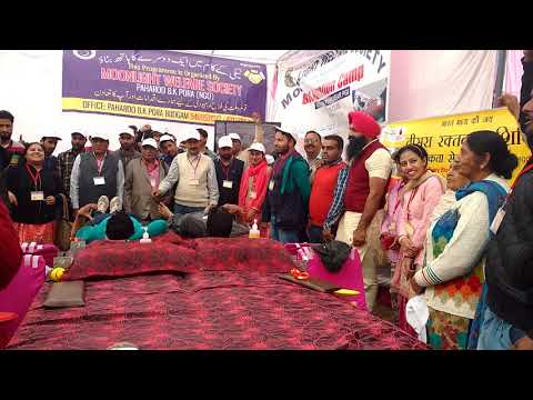 <p><span>ट्राइसिटी में रक्तदान शिविर तो आए दिन लगाते जाते हैं पर आज नया गांव (जिला मोहाली) में एक अनूठा रक्तदान शिविर लगाया गया जहां 60 कश्मीरी लोगों ने भारत माता की जय और कश्मीर से कन्याकुमारी तक भारत एक है के नारों के साथ रक्तदान किया।&nbsp;</span></p>