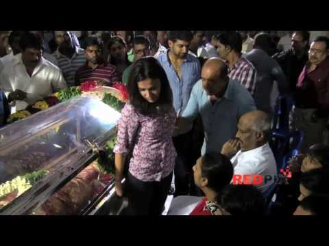 Why the Two daughters of Rajinikanth spend the whole night in Actress Manjula house?