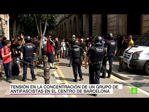 Tensión en la concentración de un grupo de antifascistas en Barcelona