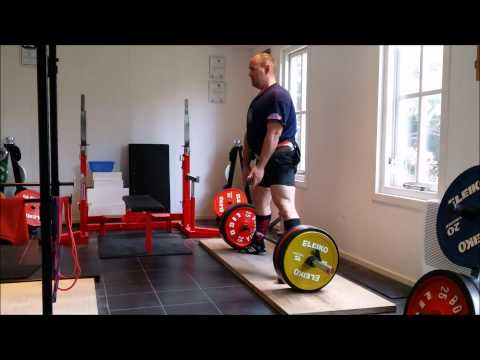 Satuday 15-3-2014 sumo deadlifts 3x3 190kg and up to 2x230kg