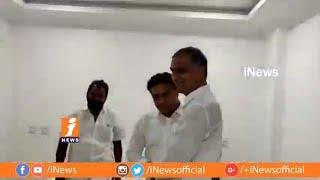 కేటిఆర్ ని అభినందించిన బావ హరీష్ రావు | Harish Rao Congratulate TRS working President  KTR | iNews - INEWS