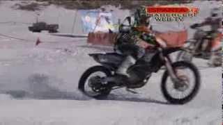 Motor Tutkunlar Kar Üzerinde Adeta Motorla Dans ettiler.