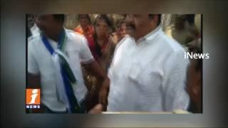 చెప్పుతో కొట్టుకున్న YSRCP ఎమ్మెల్యే |High Tension In Proddatur Municipal Chairman Elections| iNews - INEWS