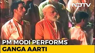 PM Modi Performs 'Aarti' At Dashashwamedh Ghat In Varanasi - NDTV