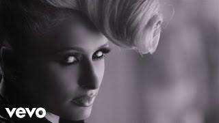 بالفيديو | باريس هيلتون تتعرى فى احدث فيديو كليب لها