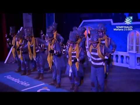 Sesión de Semifinales, la agrupación Los chicos del tejado actúa hoy en la modalidad de Comparsas.