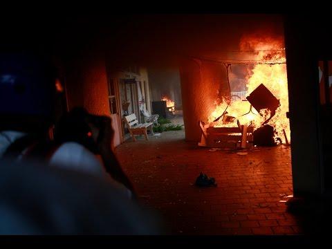 Manifestantes queman el Ayuntamiento de Iguala en México