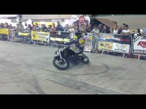 MOTOFAIR 2012 - Manobras com Moto baixa CC . By: Roh Oliveira