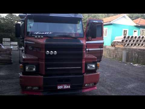 Scania 113 mostrando o caminhão