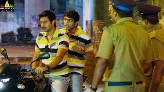 2 Idiots | 2019 Latest Telugu Scenes | Santhanam & Srikanth Escaping from Police | Sri Balaji Video - SRIBALAJIMOVIES