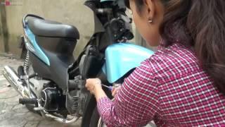 Người đẹp hướng dẫn thay lọc gió cho xe máy :p