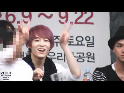 Fancam 120611 Daejun Fansign - NielJoe focused