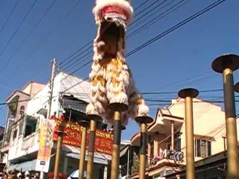 Doàn nghệ thuật lân sư rồng Quảng Đông