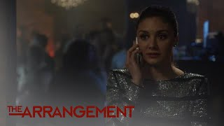 Kyle West Catches His Assistant Zach on a Burner Phone | The Arrangement | E! - EENTERTAINMENT
