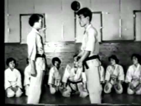 Hidetaka_Nishiyama_-_Karate_Do_-_Shotokan_[www.keepvid.com].flv