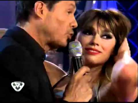 Showmatch 2011 - Coki Ramírez y Marcelo Tinelli, a los besos