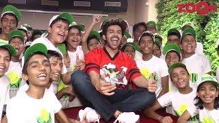 Kartik Aryaan celebrates Children's Day with kids of 'The Smile Foundation' - ZOOMDEKHO