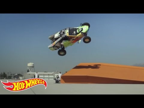 Hot Wheels World Record: Corkscrew Jump