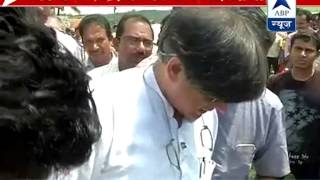 Shashi Tharoor takes up Swachh Bharat mission despite Congress disapproval - ABPNEWSTV