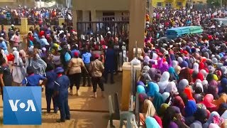 Crowds Rush into Polling Station in Abuja Following Early Delays - VOAVIDEO