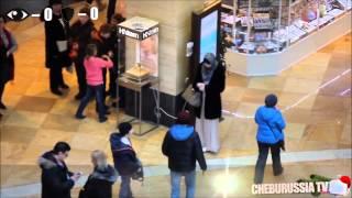 بالفيديو .. رد فعل المارة فى روسيا عند التحرش بفتاة غير مسلمة وأخرى محجبة