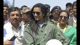 Bengaluru: PV Sindhu takes flight in Made-In-India Tejas fighter at Aero India 2019 show - NEWSXLIVE