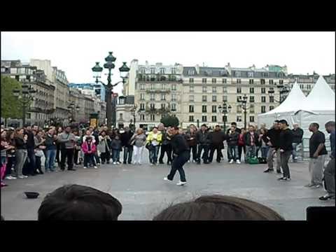 Espectacular baile callejero en Paris. Break dance