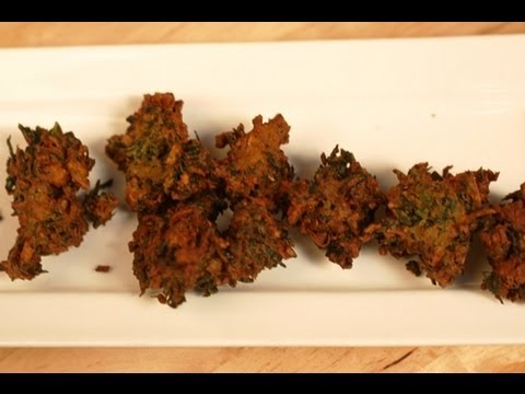 Methi aur Pyaaz ki Pakode (Fenugreek and Onion Pakodas)