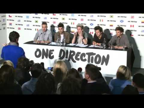 ONE DIRECTION - (se ponen la camiseta de Perú) CONFERENCIA DE PRENSA