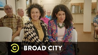 Behind Broad City - Designing the Girls' Wardrobe - COMEDYCENTRAL